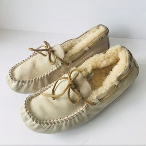 UGG Woman's Dakota Loafers Slippers Size 11